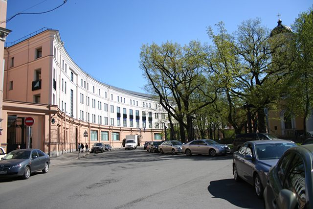 Петербург, Преображенская площадь, д. 4 – здесь расположено генконсульство Финляндии