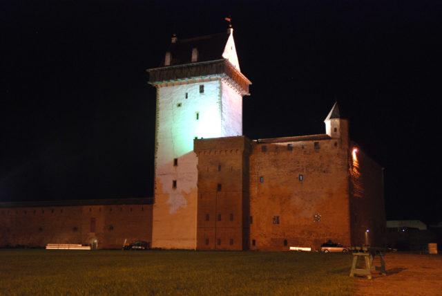 Ночная Нарва (ожидание очереди на выезд из Эстонии).