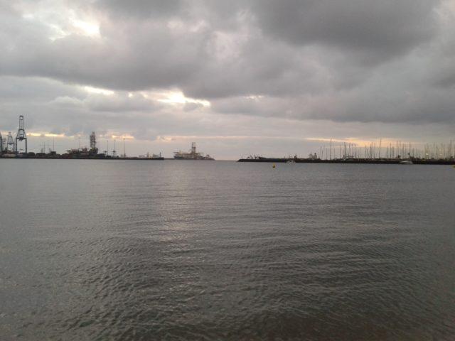 Испанские грузовые корабли в порту.
