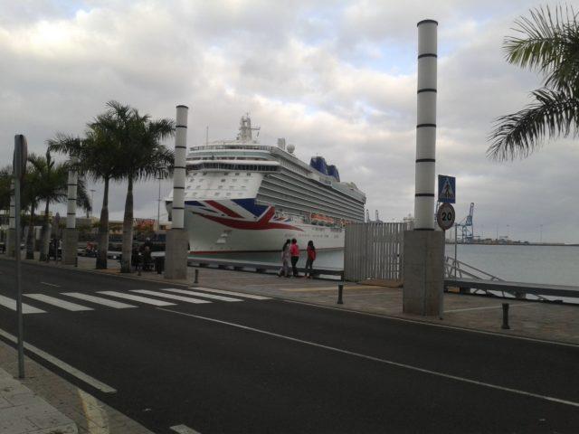 Трансатлантический лайнер.