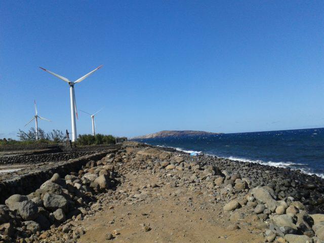 Побережье Атлантического океана в городке Тельде.