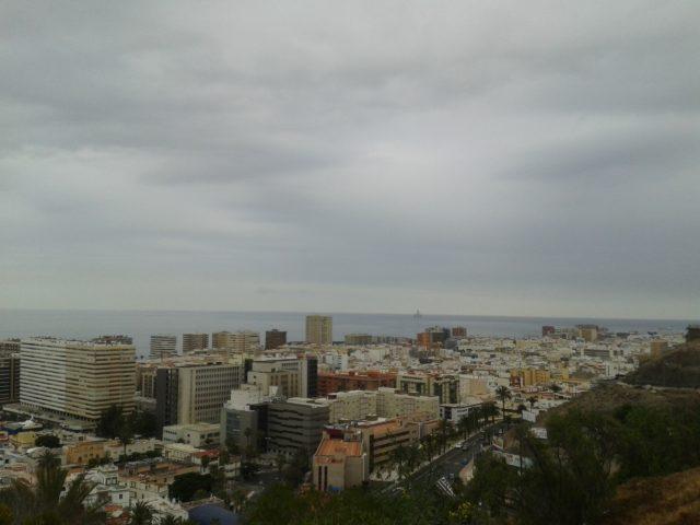 Вид на Лас-Пальмас со смотровой площадки.