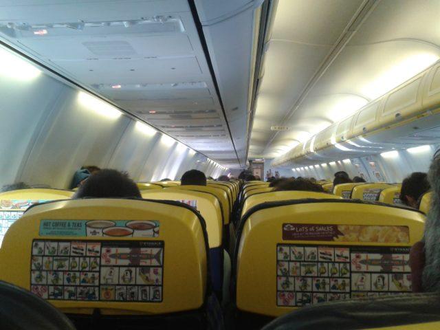 Салон самолета компании Райэнэр.