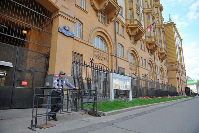 Консульский отдел посольства США в Москве – Новинский бульвар, 21