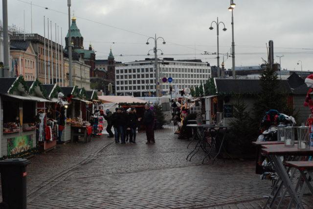 Центр Хельсинки с рождественским базаром