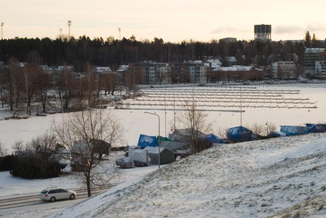 Вид на город с холма, на котором стоит крепость