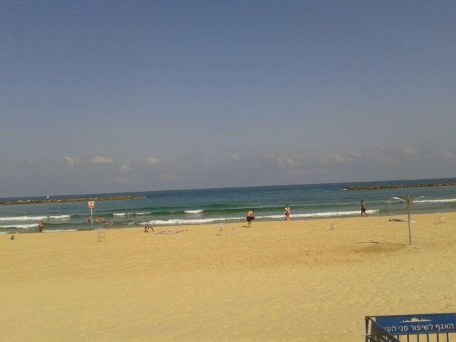 Пляж Тель-Авива в июле