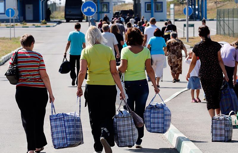 Какая помощь поступает беженцам и переселенцам из Украины